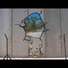 Si te sientes atrapado, sólo debes hacer un agujero en el muro #bansky