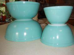 Vintage turquoise Pyrex mixing bowls