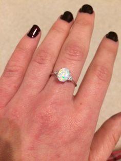 Beautiful oval opal ring
