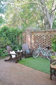If you aren't taking the chance to use up that space, what you need are some awesome DIY patio decoration ideas to get the juices flowing. Try these clever Patio decoration Ideas for decorating your outdoor space. Small Backyard Landscaping, Backyard Patio, Backyard Ideas, Inexpensive Landscaping, Landscaping Design, Garden Ideas, Desert Backyard, Backyard Seating, Backyard Paradise