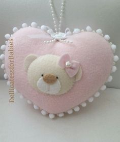 Foto Baby Shawer, Baby Kind, Baby Crafts, Diy And Crafts, Sewing Projects, Projects To Try, Felt Decorations, Felt Fabric, Felt Hearts