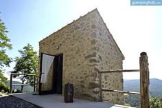 Glamping Hub: Luxurious Stone Cottage in Tuscany with Stunning Countryside Views