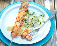 Crevettenspiesse mit Knoblauch-Vinaigrette und Reissalat - Rezept - Saisonküche