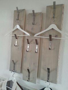 steigerhout planken..haken van ikea....