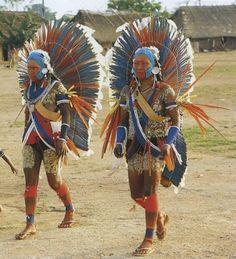 [Brazil/Kayapo people] Femmes Kayapo portant le krokrokti. photo G. Verswijver