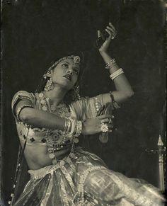 Old Indian Photos Vintage India, Jaisalmer, Udaipur, Vintage Dance, Vintage Circus, Indian Classical Dance, Folk Dance, Tribal Fashion, Just Dance