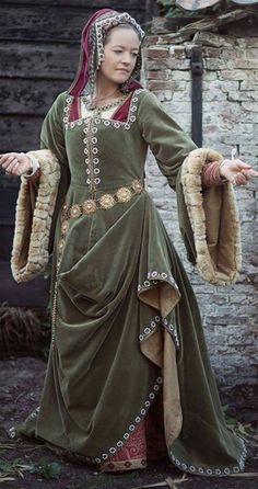 Early Tudor Green Costume (ca. 1500)