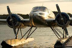Twin Beech 18 on floats Plane Photos, Aircraft Photos, Bush Pilot, Amphibious Aircraft, Vintage Airplanes, Small Airplanes, Bush Plane, Float Plane, Air Festival