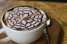 Ezért kell a reggeli kávéba fahéjt tenni, csodálatos hatásai vannak! Coffee Around The World, Coffee World, Coffee Is Life, Great Coffee, Coffee Art, Coffee Cups, Tea Cups, Non Dairy Creamer, Cappuccino Coffee