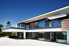 Stilren luksus - Glass Balcony Ideas , Stilren luksus Luxurious living, lots of light Dream house. Modern Architecture House, Modern House Design, Interior Architecture, Modern Exterior, Exterior Design, Exterior Colors, Exterior Paint, Glass Balcony, Restaurant Exterior
