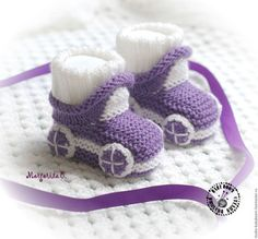 Knit Baby Booties Patterns – Knitting And We Crochet Baby Sandals, Booties Crochet, Crochet Baby Shoes, Crochet Baby Booties, Knitted Baby, Gestrickte Booties, Baby Booties Free Pattern, Newborn Baby Gifts, Baby Knitting Patterns