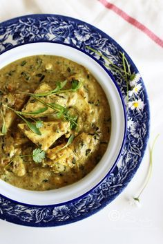 Learn how to make Restaurant style Mughalai Methi Paneer Kurma ~ Fresh fenugreek leaves and Indian cottage cheese cooked in lightly spic. Methi Recipes, Veg Recipes, Indian Food Recipes, Asian Recipes, Cooking Recipes, Indian Vegetarian Recipes, Recipies, Easy Paneer Recipes, Paneer Curry Recipes