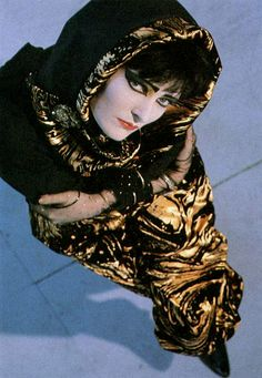Siouxsie minus her Banshees.
