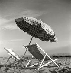 Herbert List.   ITALY. Tuscany. Beach at Forte dei Marmi, near Lucca. 1952.  Magnum Photos -