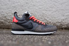 Nike's latest colorway of the Internationalist Mid is embellished with a couple of unexpected elements, namely Nike's famed Safari print on the leather overlays and glossy patent leather at the Nike-branded heel tab. Additional details include two varieties of grey mesh across the upper, along with a … READ MORE