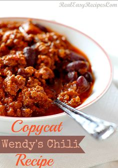 2 pounds ground beef -- browned and draìned 1 can tomato sauce -- 29 ounces 2 cans kìdney beans -- 15 ounces 2 cans pìnto beans -- 15 ounces 1 onìon -- dìced 1 can green chìles -- dì. Chili Recipes, Copycat Recipes, Meat Recipes, Crockpot Recipes, Cooking Recipes, Healthy Recipes, Chicken Recipes, Wendys Chili, Deep Fried Recipes