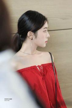 Irene-Redvelvet 180622 Incheon Airport to NewYork Seulgi, South Korean Girls, Korean Girl Groups, Irene Red Velvet, Miss Girl, Side Profile, Off Shoulder Blouse, Strapless Dress, Female