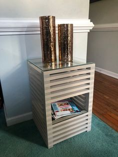 Stacked Nightstand Home Decor Pallette Furniture, Diy Furniture Decor, Diy Outdoor Furniture, Casual Home Decor, Recycled Home Decor, Bois Diy, Woodworking Furniture Plans, Diy Nightstand, Wooden Pallet Projects