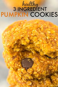 Healthy 3 Ingredient Flourless Pumpkin Cookies- Chewy, Easy, quick and just three ingredients, these cookies have no butter, flour and can be completely sugar free! Pumpkin Oatmeal Cookies, Oat Cookies, Healthy Cookies, Cookies Et Biscuits, Cookies Vegan, Pumpkin Breakfast Cookies, Pumpkin Dessert, Easy Snacks, Healthy Snacks