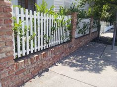 7 Nurturing Clever Hacks: Brick Fence How To Build iron fence with brick columns.Picket Fence How To Make. Brick Columns, Brick Fence, Concrete Fence, Front Yard Fence, Bamboo Fence, Wood Fences, Fencing, Pallet Fence, Metal Fence