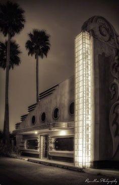 Best of Period Architecture - Abandoned Art Deco building, Morro Bay, California. Photo by Renée M. Arte Art Deco, Estilo Art Deco, Amazing Architecture, Art And Architecture, Architecture Details, Bauhaus, Art Nouveau, Art Deco Furniture, Wooden Furniture