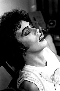 @HistoricalPics Tim Curry takes a break while filming ''The Rocky Horror Picture Show'', circa 1974.