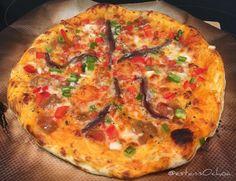 Domingo de #pizza con #pan #casero #pimiento cebolleta #tomate...