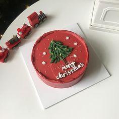Pretty Birthday Cakes, Pretty Cakes, Beautiful Cakes, Amazing Cakes, Christmas Desserts, Christmas Baking, Merry Christmas, Mini Cakes, Cupcake Cakes