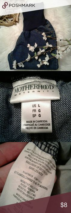"""Motherhood Maternity L Denim Jeans Excellent condition No flaws Waist: 19"""" (laying flat)  Inseam: 32"""" Motherhood Maternity Jeans Boot Cut"""
