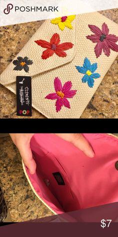 🌸NWT FLORAL CLUTCH 🌸 Brand new super cute floral clutch 💕 Bags Clutches & Wristlets
