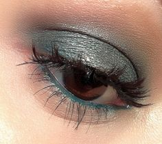 By Holly Burton. #smokey #urbandecay #benefit #makeup #emerald #beauty #makeupartist #green #browneyes #glitter