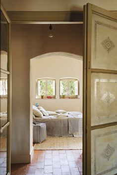 〚 Wonderful transformation of old house in sunny Spain 〛 ◾ Photos ◾Ideas◾ Design Old Stone Houses, Old Houses, Wooden Ceilings, Mediterranean Homes, Handmade Furniture, Living Room Bedroom, Beautiful Interiors, Decoration, Modern Design