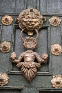Aldaba de la puerta, Cusco, Perú