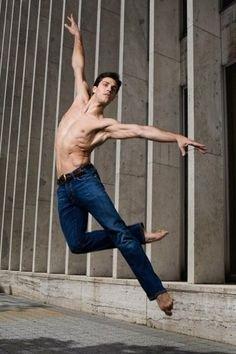 <b>Bravo, the male form.</b> Bravo, men's tights.