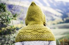 What do you get when you combine cables, seed stitch and eyelet lace? Featuring versatile wrap sections and a seed-stitch hood, this cape-inspired scarf can be worn several way. Outlander Knitting Patterns, Hand Knitting, Knitting Hats, Knitting Needles, Crochet Poncho Patterns, Crochet Yarn, Scarf Patterns, Easy Crochet, Stitch Patterns
