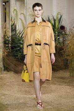 Max Mara 2019 · Hermès Resort 2019 by Nadège Vanhee-Cybulski Подиумная  Мода, Модные Платья, Женская Мода 0694fd6aee5
