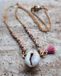 Carmen Veca Monili: E conchiglia sìa... Beaded Bracelets, Jewelry, Fashion, Moda, Jewels, Fashion Styles, Pearl Bracelets, Schmuck, Jewerly