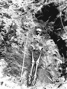 giant humans skeleton - the fallen angels | black & white, Skeleton