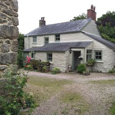 HenHouse: A Cornish Getaway Cornish Cottage, Welsh Cottage, Cute Cottage, Old Cottage, Cottage Living, Coastal Cottage, Cottage Gardens, English Country Cottages, Cottage Exterior