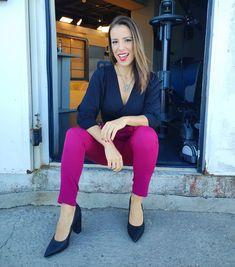 """889 curtidas, 32 comentários - Marta Gomes (@martagomesjornalista) no Instagram: """"Bom diaaaaa! Um """"salve"""" às pequenas alegrias da vida: sexta-feira (apesar de a gente ficar em…"""" Capri Pants, Instagram, Fashion, Fair Grounds, Life, Moda, Capri Trousers, Fashion Styles, Fashion Illustrations"""