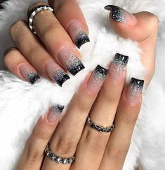 Black tips with glitter toenail page 42 Black Nails With Glitter, Glitter Tip Nails, Black Acrylic Nails, Best Acrylic Nails, Nail Tip Designs, Simple Nail Art Designs, Nail Swag, Gorgeous Nails, Pretty Nails
