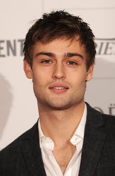 Douglas Booth Photos - Actor Douglas Booth arrives on the red carpet for the Moet British Independent Film Awards at Old Billingsgate Market on December 2013 in London, England. - Arrivals at the Moet British Independent Film Awards British Actors Under 30, Male Actors Under 30, Actors Male, Hot Actors, Douglas Booth, Film Romeo And Juliet, Body Transformation Men, Jonathan Scott, Shooting Photo
