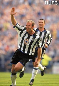 Alan Shearer greatest celebration in the game. Newcastle United Football, Alan Shearer, Vintage Football, Black N White, Liverpool Fc, Esports, Football Players, Old School, Nostalgia