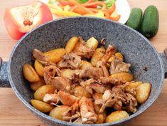 Húshelyettesítők Quinoa, Buffet, Curry, Meat, Chicken, Food, Curries, Essen, Meals