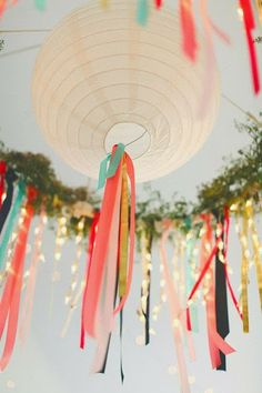 Today's bride is undoubtedly budget-conscious. We've got some creative, inexpensive ways to use paper lanterns in your DIY wedding decor.