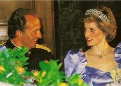 1986 04 24 Diana and King Juan Carlos at the Spanish Embassy Banquet in London