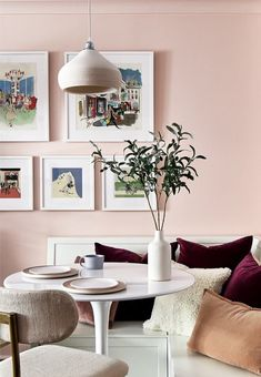 So cheerful, so warm, so inviting. May I say so rosy? Feminine Apartment, Pink Cabinets, Murs Roses, Bed Nook, Townhouse Designs, Basement Kitchen, Dream Apartment, Pink Walls, Mid Century Design