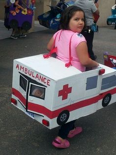 Pretend play ambulance made of cardboard boxes! School Projects, Projects For Kids, Diy For Kids, Crafts For Kids, Cardboard Car, Cardboard Box Crafts, Ambulance, Transportation Theme, Activities For Kids