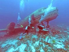Plane wreck dive in Aruba