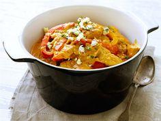 Klassinen retroruoka vailla vertaa, tunnetaan myös nimellä Pustan pata. Tarjoa se villiriisin tai keitettyjen perunoiden kera. Viimeistele maku valkosipulilla, mustapippurilla ja AURA murulla ja nauti!